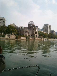 元安川から見た原爆ドーム
