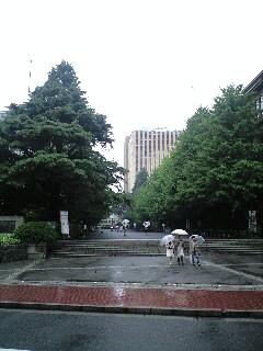 都の西北の大学に行った