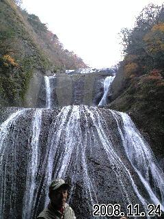 袋田の滝の西行と子規