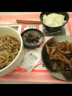 黒岩つゆやきそばと十和田の牛バラ焼き